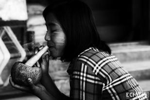 Twe Twe Smoking